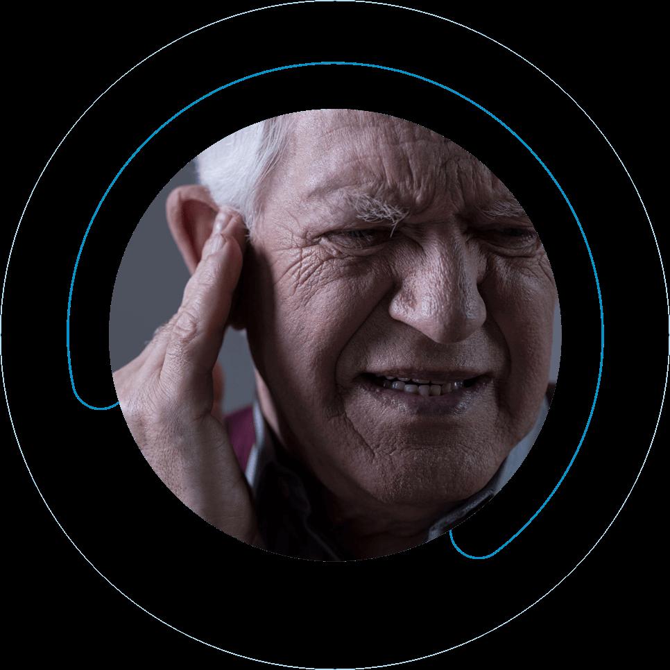 Ηλικιωμένος άνδρας έχει πρόβλημα βαρηκοΐας και επιλέγει την Cosmoear